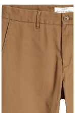 Katoenen chino - Slim fit - Bruin - HEREN | H&M BE 3