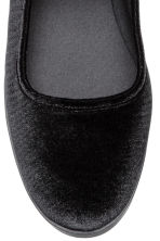 Velvet ballet pumps - Black - Ladies | H&M 3