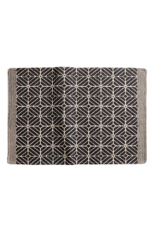 Patterned bath mat