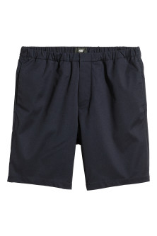 Knee-length elasticated shorts