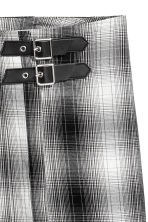 Wrapover skirt - Black/White checked - Ladies | H&M CN 3