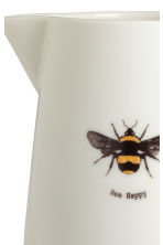 Porcelain jug with motif - White/Bee - Home All | H&M GB 2