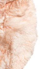 Faux fur tube scarf - Light pink -  | H&M CN 2