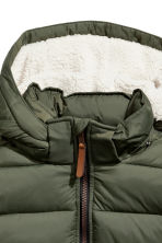 Padded gilet with a hood - Khaki green -  | H&M 3