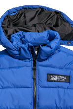 Padded jacket with a hood - Bright blue - Kids | H&M 3