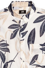 Short-sleeve shirt Regular fit - Natural white/Patterned - Men | H&M CN 3