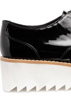 Patent platform shoes - Black/White - Ladies | H&M CN 4
