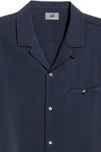 Short-sleeve shirt Regular fit - Dark blue - Men | H&M CN 2