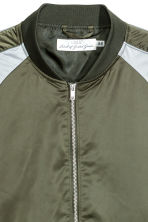 Satin bomber jacket - Khaki green/Light grey - Men | H&M 3