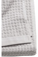 Check-weave bath towel - Light grey - Home All | H&M GB 3
