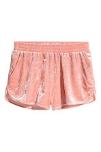 Crushed velvet shorts - Dusky pink - Ladies | H&M 2