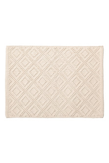 Knot-patterned bath mat