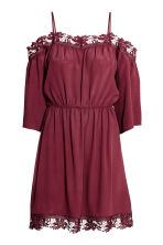 Crêpe off-the-shoulder dress - Burgundy - Ladies | H&M CN 2