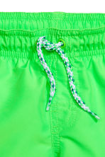 Short swim shorts - Neon green - Kids | H&M CA 2