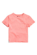T-shirt with a chest pocket - Coral pink -  | H&M 2