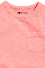 T-shirt with a chest pocket - Coral pink -  | H&M 3
