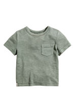 T-shirt with a chest pocket - Khaki green - Kids | H&M 2