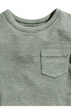T-shirt with a chest pocket - Khaki green - Kids | H&M 3
