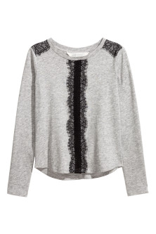 Long-sleeved top with lace