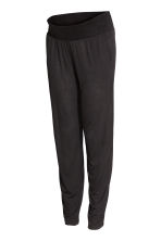 MAMA Patterned joggers - Black - Ladies | H&M 1