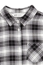 Generous fit Flannel shirt - Grey/Checked -  | H&M 2