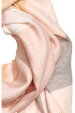 Woven scarf - Powder pink/Checked - Ladies | H&M 3