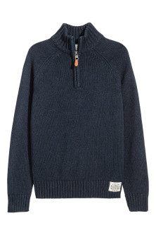 Knitted jumper with a collar