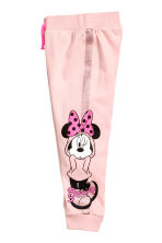 Printed joggers - Light pink/Minnie Mouse - Kids | H&M 3
