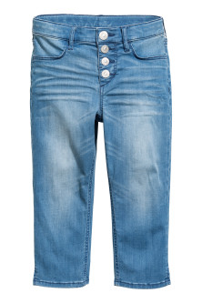 Pantaloni capri in denim