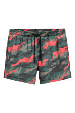 Short swim shorts - Dark green/Patterned - Men | H&M CN 2