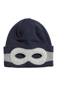 Knitted hat with an eye mask