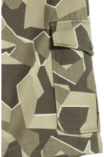 Jacquard-weave cargo shorts - Khaki green/Patterned - Men | H&M CN 4