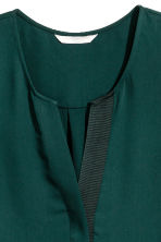 Sleeveless blouse - Dark green - Ladies | H&M CN 3