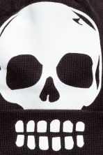 Hat with a pompom - Black/Skull -  | H&M 2