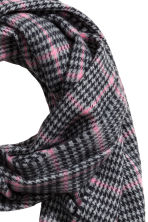 Woven scarf - Grey/Pink checked - Ladies | H&M 3