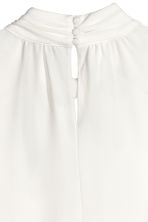 Top with a stand-up collar - Natural white - Ladies | H&M CN 3