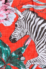 Patterned scarf - Red/Zebra -  | H&M GB 3