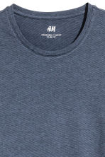 Round-necked T-shirt Slim fit - Dark blue/Narrow striped - Men | H&M 3