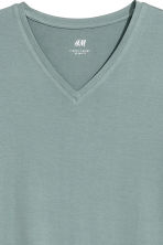 V-neck T-shirt Slim fit - Grey green - Men | H&M 3