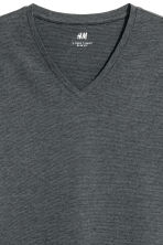 V-neck T-shirt Slim fit - Dark green/Narrow striped - Men | H&M CN 3
