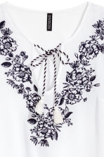 Embroidered blouse - White/Floral -  | H&M CN 3