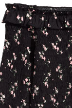 Smocked off-the-shoulder top - Black/Floral - Ladies | H&M 3