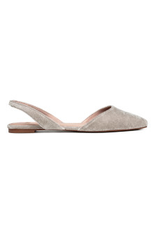 Square-toed flats