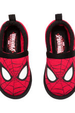 Soft slippers - Red/Spider-Man - Kids | H&M CN 4