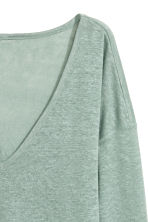 Linen V-neck top - Dusky green - Ladies | H&M CN 3