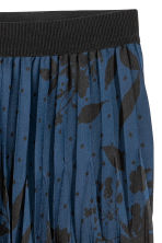 Pleated satin skirt - Blue/Patterned - Ladies | H&M 3