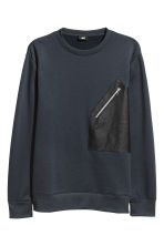 Sweatshirt with a pocket - Dark blue - Men | H&M GB 2