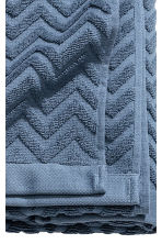 Jacquard-patterned bath towel - Pigeon blue - Home All | H&M GB 3