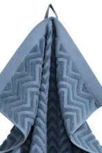Jacquard-patterned towel - Pigeon blue - Home All | H&M CA 2