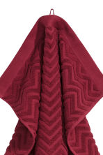 Jacquard-patterned hand towel - Dark red - Home All | H&M CN 2